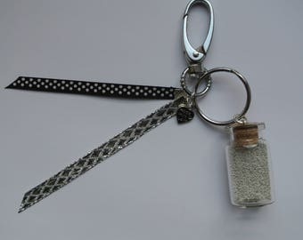 Ribbon and Pearlescent silver keychain
