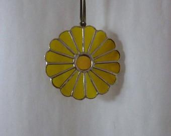 Stained glass chrysanthemun suncatcher,Yellow chrysanthemun, Yellow flowre suncatcher.