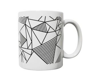 Mug graphique noir et blanc avec des triangles - Konstellation