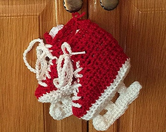 Crochet handmade baby booties.  Figure skates.  Boys and girls,  Newborn to 6 months.  Baby boy booties.  Baby girl booties.
