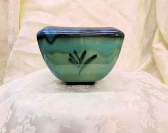 Vintage Hyalyn Planter #201 with Asian Motifs on all four sides Blue to Aqua to Green