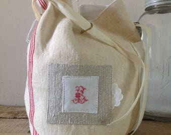 Small purse for the linen old monogrammed B