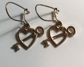 Vintage Goldtone Key to My Heart Earrings, Vintage Earrings, Goldtone Earrings, Heart Earrings, Key Earrings