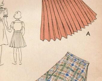 1930s Vogue 2195 Vintage Sewing Pattern Girls Pleated Skirt, Flared Skirt, Suspender Skirt Size 8