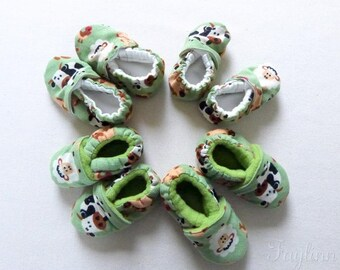 Corduroy baby shoes