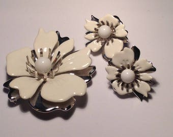 Vintage Sarah Coventry White Flower Pin and Clip t