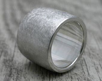 Ring of 925 silver, 14 mm wide