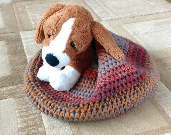 Small crocheted bed for cats/kitten/dogs/puppy/pets (warm patina stripe)