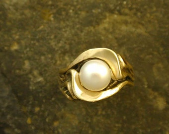 14K Gold and 8mm Fine Akoya Pearl