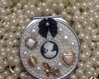 Cameo pearls and gold Compact Purse Mirror
