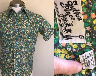 Late 1960's Vintage Men's Shirt ~ Cuffed Short Sleeve, Pointed Collar, Two Front Pocket ~ Flower Power ~ Great Quality And Condition