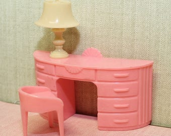 Plasco dollhouse furniture pink vanity with stool and cream jaydon lamp, Tin Litho miniature, 3/4 or 1:16 inch scale