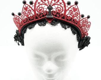 Red gothic gravestone filigree lace crown kokoshnik / rote Spitzen Krone mit Resin Grabstein