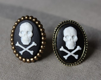 "Small rings ""Skulls"" cameos - ""Brain"""