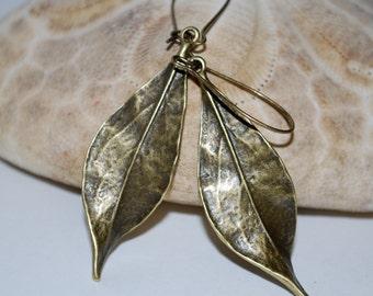 Bronze tone metal leaf earrings, leaf earrings, bronze leaf earrings, fall earrings, gift
