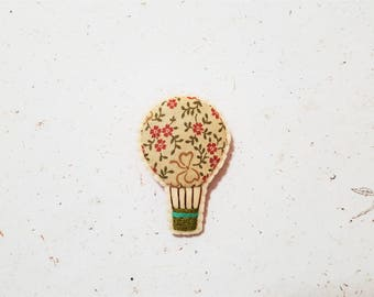 Hot Air Balloon Brooch. Hand Embroidery. Airballooning Brooch. Fabric Jewellery. Pink Crream Green Parachute.