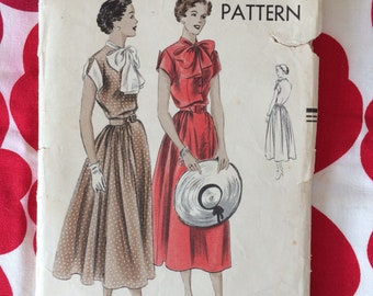 1950s 50s Original Vintage Sewing Pattern Pretty Soft Skirt Dress with Large Bow Detail Vogue 6781 Bust 34