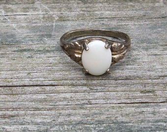Handmade Oval mother of Pearl Sterling Silver Ring