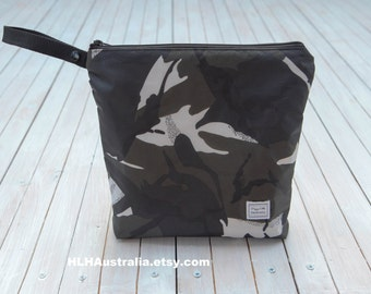 Wipe Clean Large Wet Bag.  Cosmetic Bag.  Toiletries Bag.  Makeup Bag.  Happy Little Handmades.  Camo