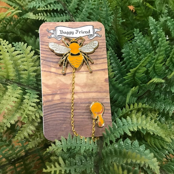 My pet bug - bee pin and chain set! Lapel collar pins
