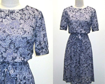 SALE - Vintage 80s boho dress BLUE FLORAL short sleeved pleated day dress - M