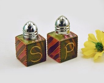 Hand painted salt and pepper shakers - Green and pink