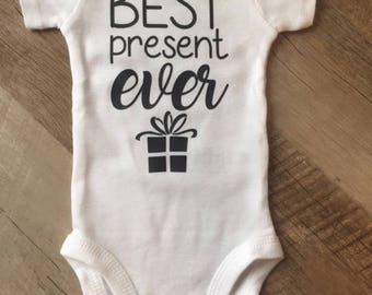 Best Present Ever Bodysuit - Baby Christmas outfit - Baby One Piece - Baby Clothing - Baby Bodysuit - Best Present Ever Baby Announcement