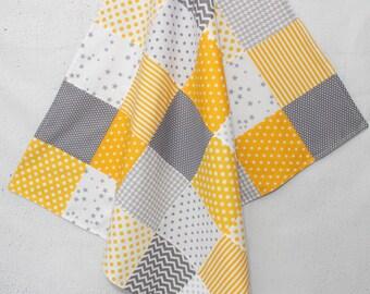 couverture b b patchwork jaune gris d co chambre b b cadeau. Black Bedroom Furniture Sets. Home Design Ideas