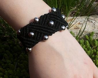 Beaded macrame bracelet, black bracelet, macrame cuff