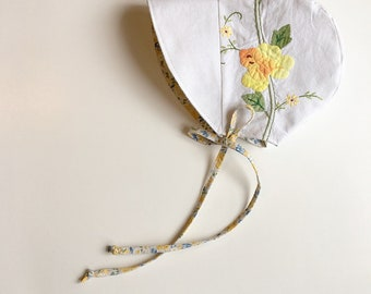 Embroidered bonnet Yellow Floral