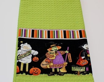 ETSY BIRTHDAY SALE Halloween Dish Towel - Free Shipping - Waffle Weave Dish Towel - Tea Towels - Halloween Decor