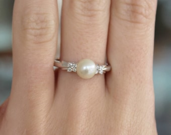 10k White Gold Pearl Ring with Diamonds
