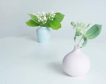 Bud vase, Modern porcelain vase, Mini ceramic vase, Pink flower pot, Minimalist vase, Contemporary pottery vase, Pastel home decor #boohua