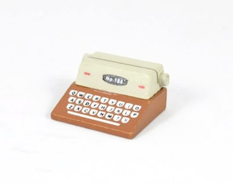 PLACE CARD HOLDER - Brown and White Typewriter (4.8cm x 4.2cm x 2.5cm)