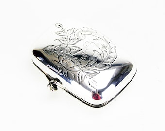 White Metal Purse with Hinged Lid and Clasp
