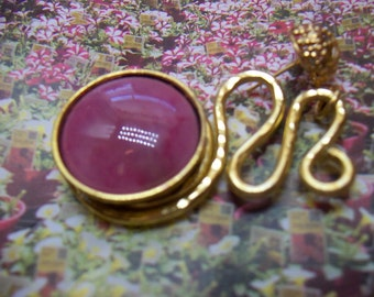 Marbled Deep Rose Cabachon in Bezel on Gold Wire Ribbon Design Earrings Valentines Feminine