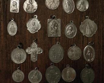 lot of 20 different religious medals in aluminium A