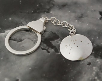Silver Aquarius keyring: The constellation of Aquarius on a sterling silver keychain