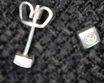 Very nice studs, square with colorless crystal in the middle. Original 70s!