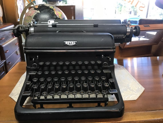 Vintage Royal Manual Typewriter