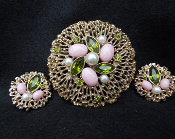 Vintage Sarah Coventry Fashion Splendor Brooch and Earrings Set.