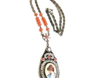 Hand Painted Porcelain Necklace c1900-1920