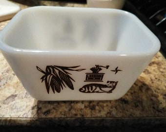 Vintage pyrex 501 and 502 dishes