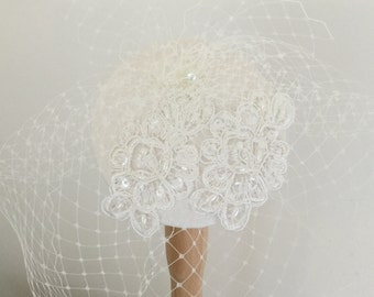 Ivory silk fascinator - Bridal headpiece - Birdcage veil - Ivory wedding hat.