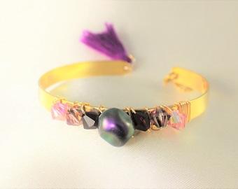 Bracelet jonc perle nacrée swarovski imitant les perles d'eau douce  et toupies swarovski