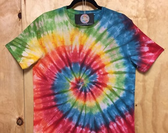 Psychedelic festival shirt. Trippy tie dye spiral design! Mens Size Medium.