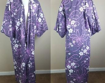 Purple and white floral kimono - kimono robe - long kimono - vintage kimono - vintage robe - Asian robe