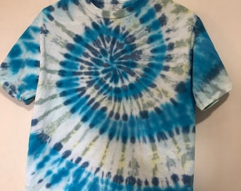 Kids 2X (18) tee tie dyed in a spiral of navy, royal blue, light gold and gray