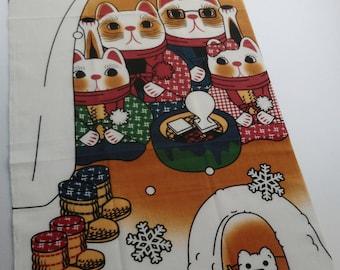 Japanese Tenugui cat fabric, Maneki Neko Cats and snow, japanese cotton fabric, kawaii fabric, cat lovers gift noren panel, tissu japonais