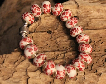 Fashionable Silver Snake Bracelet with White and Red Flowerd Lampworks Beads